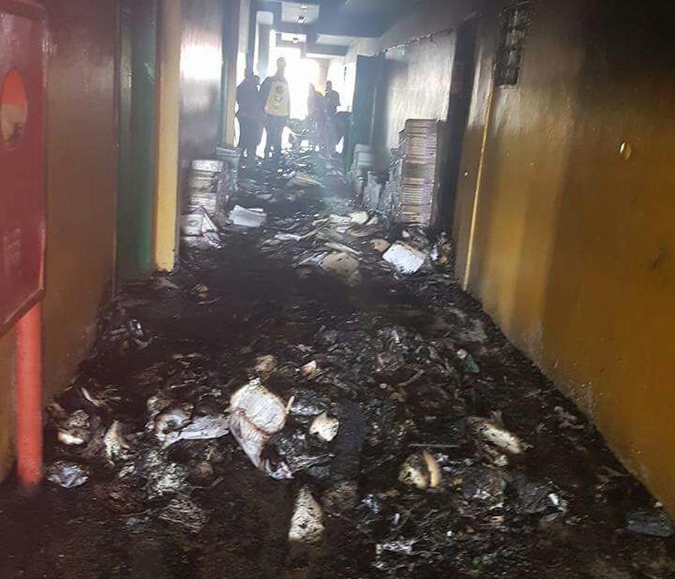 Equipamentos foram atingidos pelas chamas (Foto: Divulgação/Polícia Militar)