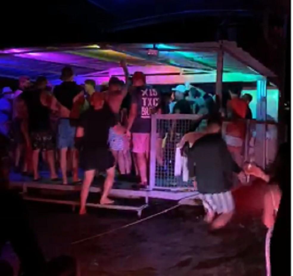 Festa continuou durante a noite no Rio Araguaia — Foto: Reprodução