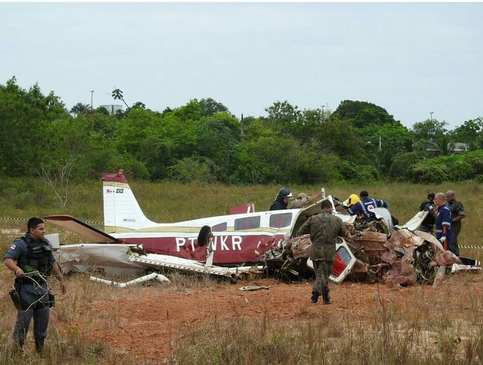 Aeronave de pequeno porte caiu em Manaus (Foto: Adneison Severiano/G1 AM)