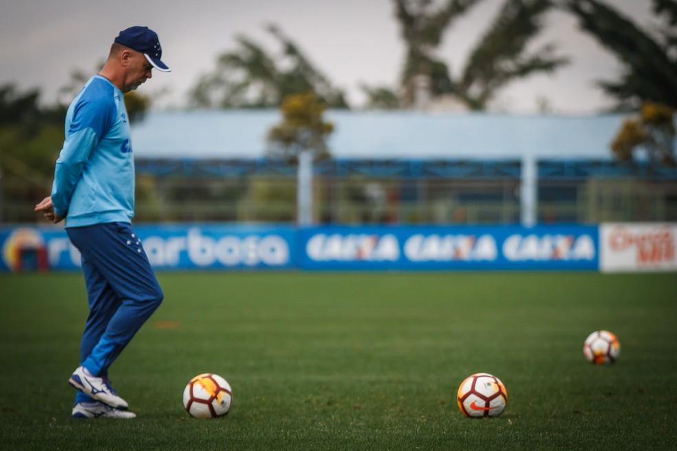 Mano confirma Cruzeiro reserva contra o Santos e adota cautela em ... 4905a0dda9b37