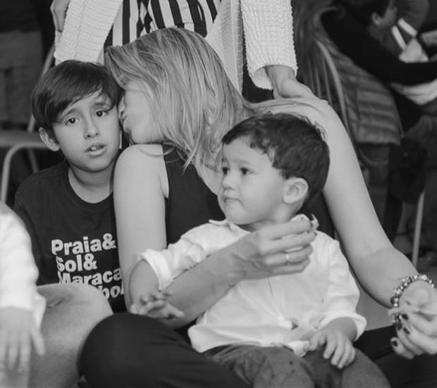 Fernanda Gentil, o filho, Gabriel, e o afilhado, Lucas (Foto: Reprodução / Instagram)