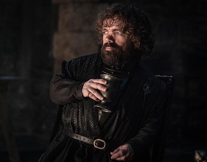 Tyrion Lannister aparece bebendo — como sempre (Foto: Divulgação)
