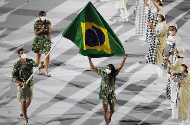 Delegação do Brasil desfila na abertura dos Jogos Olímpicos (Foto: Reprodução)