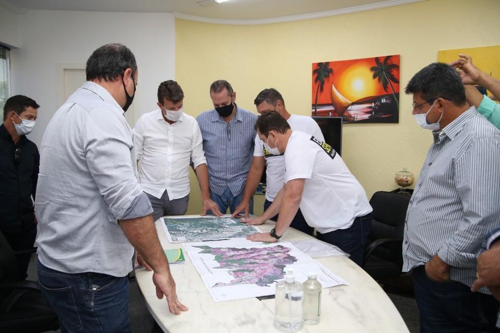 Reunião entre autoridades de Sorriso e Nova Ubiratã — Foto: Assessoria