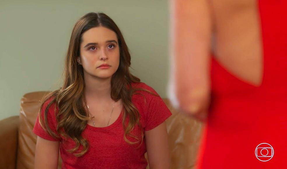 Luna (Juliana Paiva) fica decepcionada com advertência de Helena (Flávia Alessandra) - 'Salve-se Quem Puder' — Foto: Globo