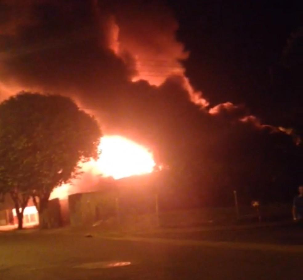 Fogo destruiu casas de madeira em Rosana (Foto: José Luiz da Silva/Cedida)