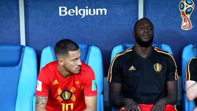 Eden Hazard e Lukaku no banco da Bélgica