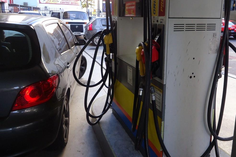 Pesquisa realizada pelo Procon de Porto Alegre na segunda-feira 20 encontrou gasolina comum por R 409 at R 429 Foto Diego SimesPMPADivulgao