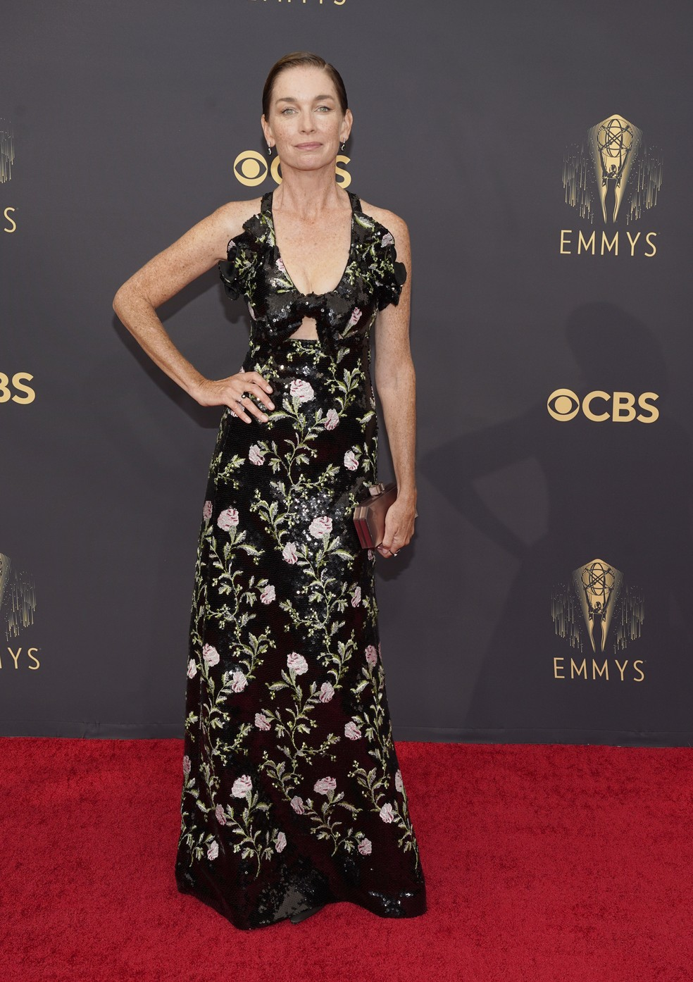 Julianne Nicholson chega ao Emmy 2021 — Foto: Chris Pizzello/AP Photo