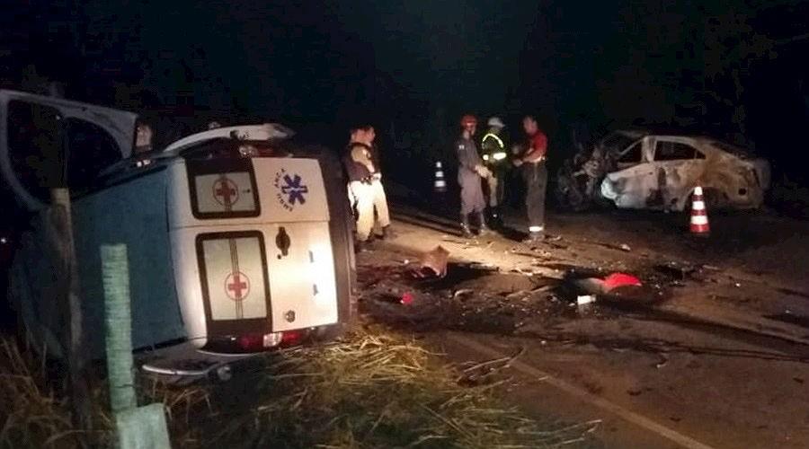 Acidente entre carro e ambulância deixa mortos e feridos na MGC-120 em Dona Euzébia - Noticias