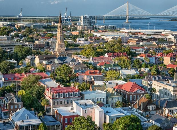 O roteiro de Charleston inclui bons restaurantes e passeios para admirar a arquitetura local (Foto: Tour Charleston/ Reprodução)
