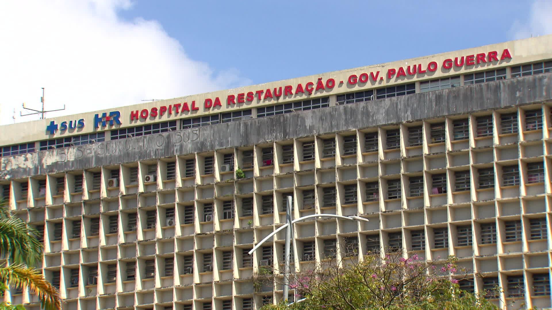 Adolescente que teve braço reimplantando após acidente em ônibus é intubado e tem estado de saúde grave, diz secretaria