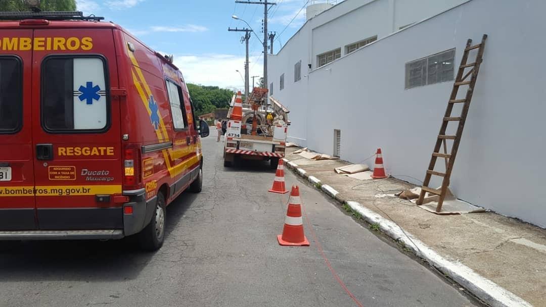 Pintor é resgatado em estado grave após ser eletrocutado e cair de 10 metros em Guaxupé, MG