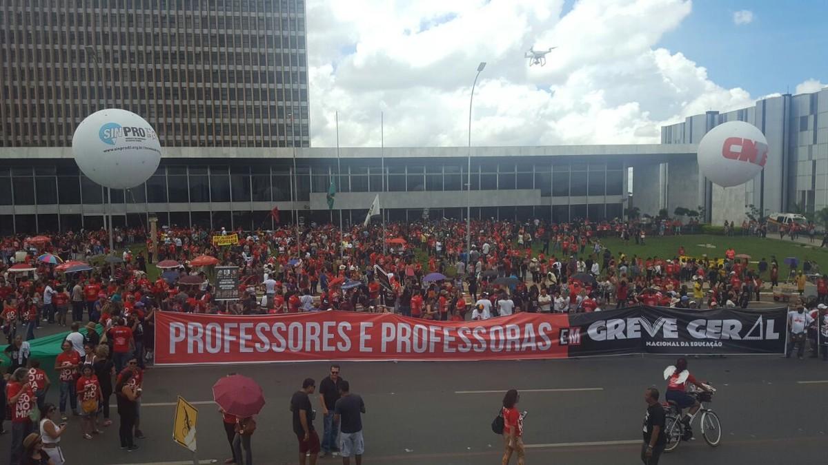 Justiça manda GDF pagar reajuste salarial de professores prometido na gestão Agnelo
