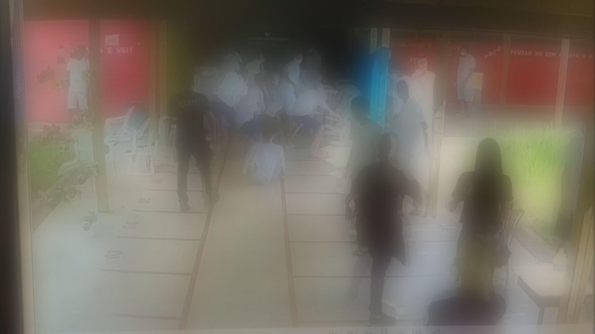 VÍDEO: jovens atiram cadeiras em briga generalizada dentro de unidade de internação no DF