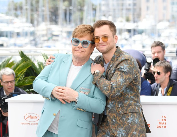 Elton John e Teran durante a coletiva em Cannes (Foto: Getty Images)
