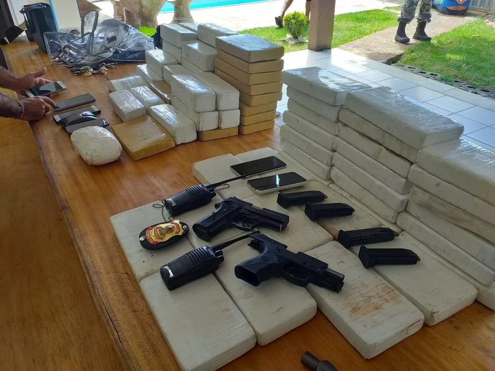 PF apreendeu droga, armas e carros com apoio do Bope em Parnamirim, RN — Foto: Divulgação/PM