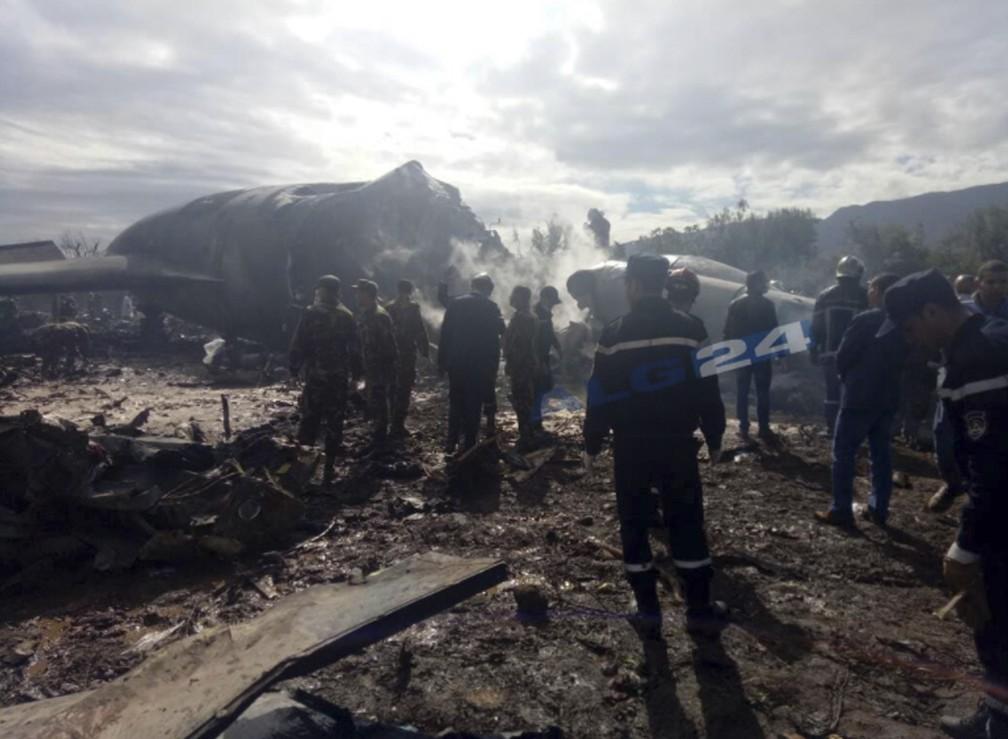 Todos as 257 pessoas a bordo morreram, segundo o ministério da Defesa (Foto: ALG24 via AP)