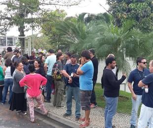 Funcionários reunidos em frente ao RecNov | Arquivo pessoal