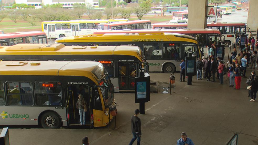 Ônibus na Rodoviária do Plano Piloto (Foto: TV Globo/Reprodução)