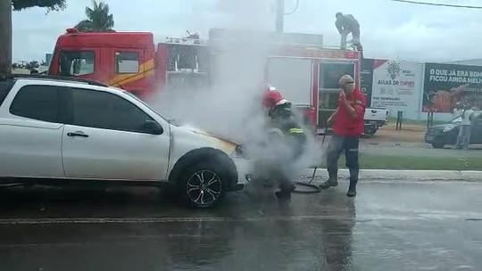Veículo é destruído por fogo em MT após problemas mecânicos; veja vídeo