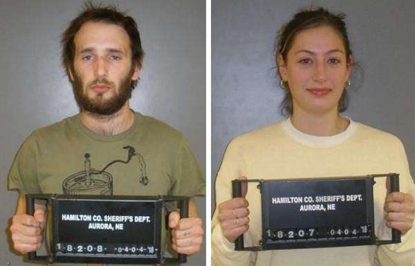O filho de Sean Penn e Robbin Wright com a namorada presos pelas autoridades do estado de Nebraska (Foto: Divulgação)