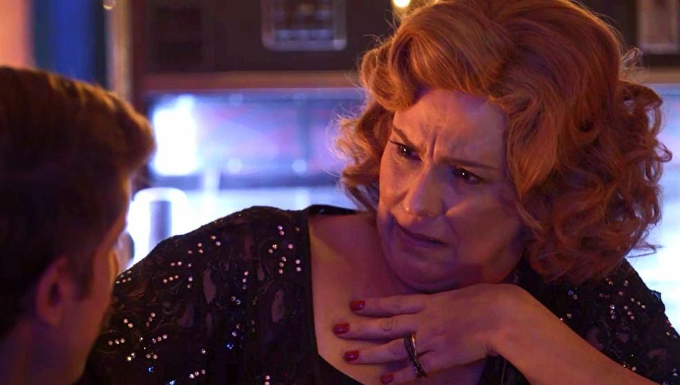 Ondina (Ana Beatriz Nogueira) é rude com Adamastor (Theodoro Cochrane) e diz que não vai contar nada, em 'O Sétimo Guardião' — Foto: TV Globo