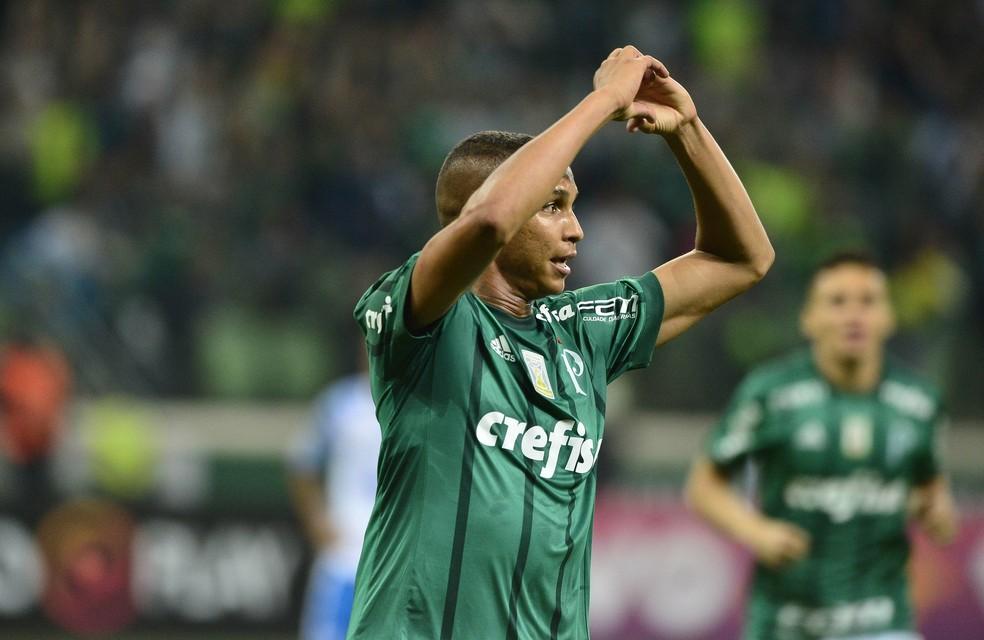 Dudu treina e pode reforçar o Palmeiras no clássico
