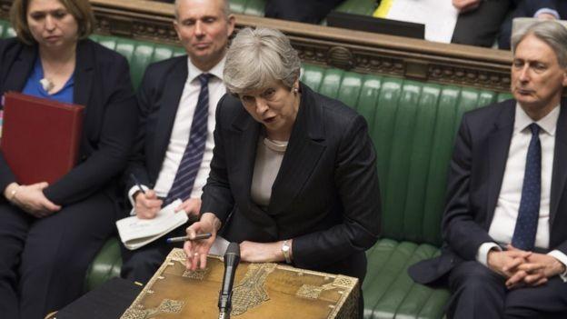 """Na terça, May disse que os membros do Parlamento teriam """"uma última chance"""" de entregar o Brexit à população (Foto: EPA/MARK DUFFY via BBC)"""