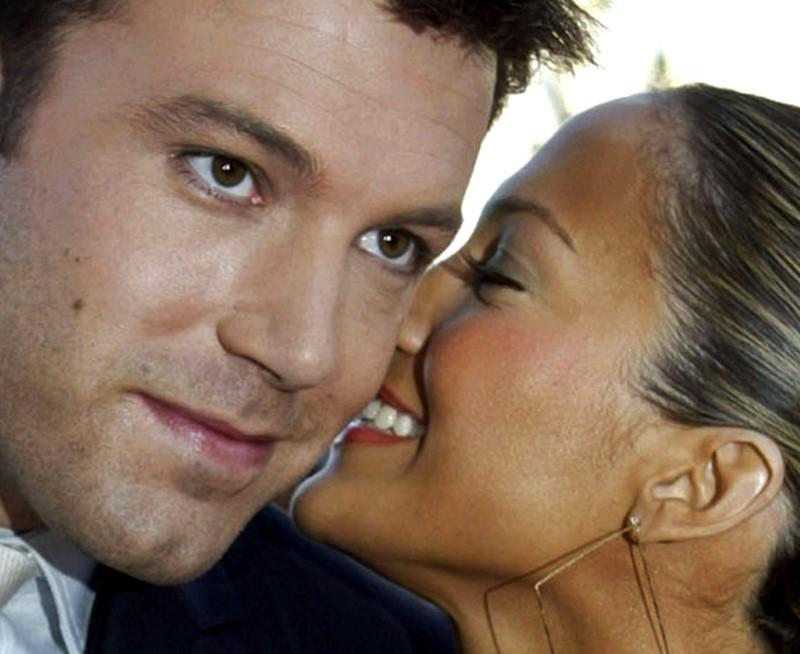 Jennifer Lopez e Ben Affleck são fotografados aos beijos em volta do casal 'Bennifer'