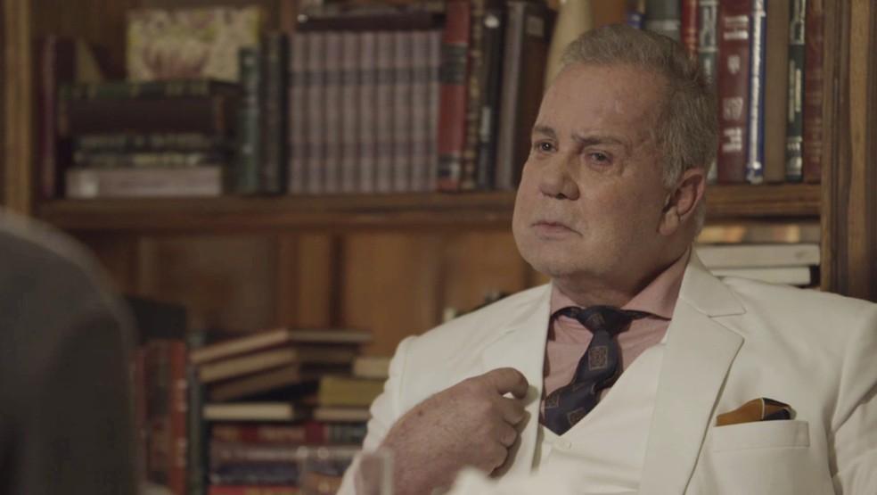 Vilão bilionário afirma que irá congelar a si mesmo usando a tecnologia da Criotec — Foto: TV Globo