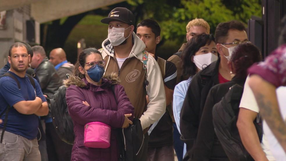 População do DF usa máscaras faciais — Foto: TV Globo/Reprodução