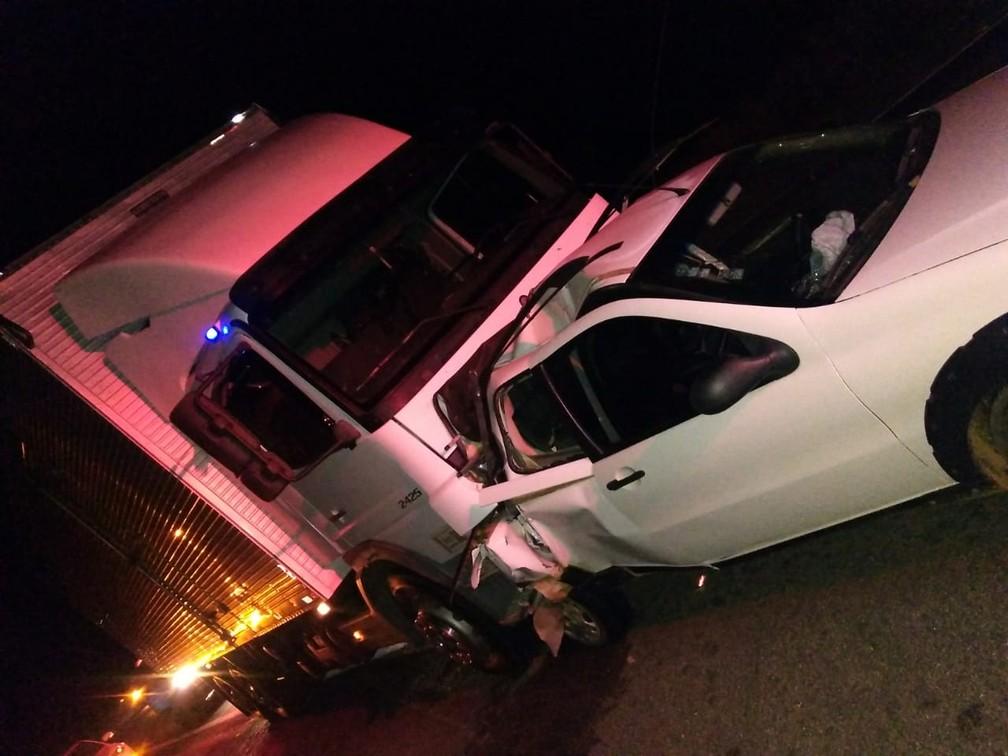Vítima morreu após batida de carreta em carro — Foto: Blog do Sigi Vilares