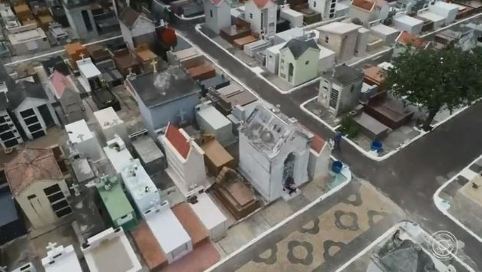 Drone ajuda em mapeamento de cemitério em Jundiaí — Foto: Reprodução/TV TEM