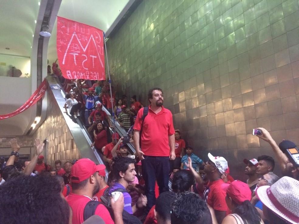 Boulos diz que manifestantes ficarão acampados em prédio da secretaria (Foto: Lívia Machado/G1)