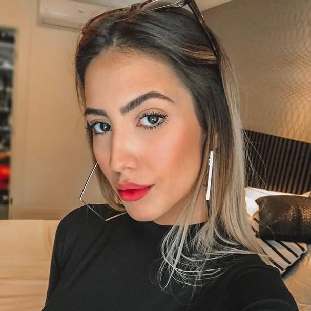 Gabi Brandt usando o Lip Tint (Foto: Reprodução/Instagram)