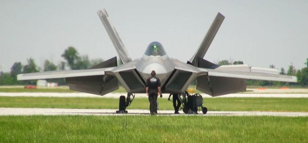 F-22 pouco antes de decolar, nos EUA, em imagem de arquivo (Foto: Reprodução / EPTV)