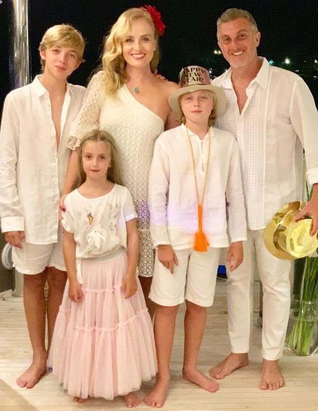 Angélica, Luciano Huck e filhos (Foto: Reprodução)