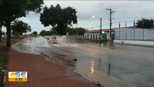 Cano estourado prejudica fornecimento de água na Zona Norte de Aracaju