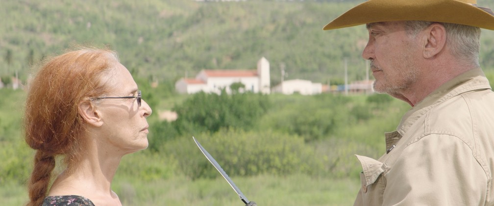 Sônia Braga e Udo Kier em cena de 'Bacurau' — Foto: Divulgação