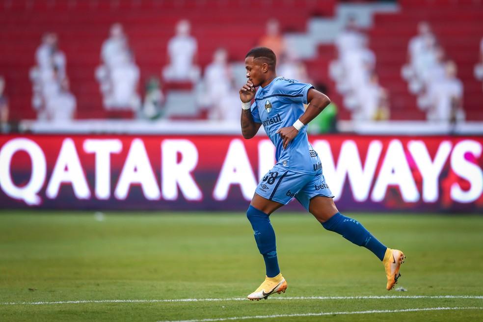 Léo Pereira comemora o gol do Grêmio contra a LDU — Foto: Lucas Uebel/Grêmio