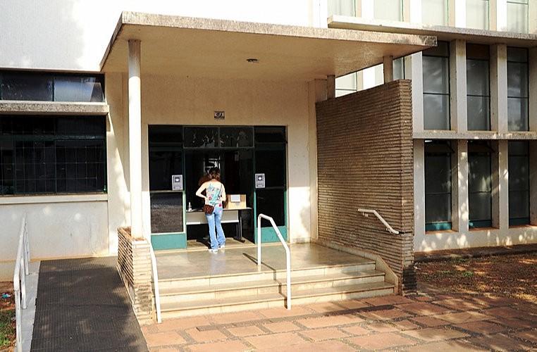 Biblioteca Municipal de Araras reabre para empréstimos e devoluções de livros