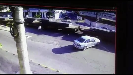 Homem é atropelado por trem em passagem de nível de Barra Mansa, RJ