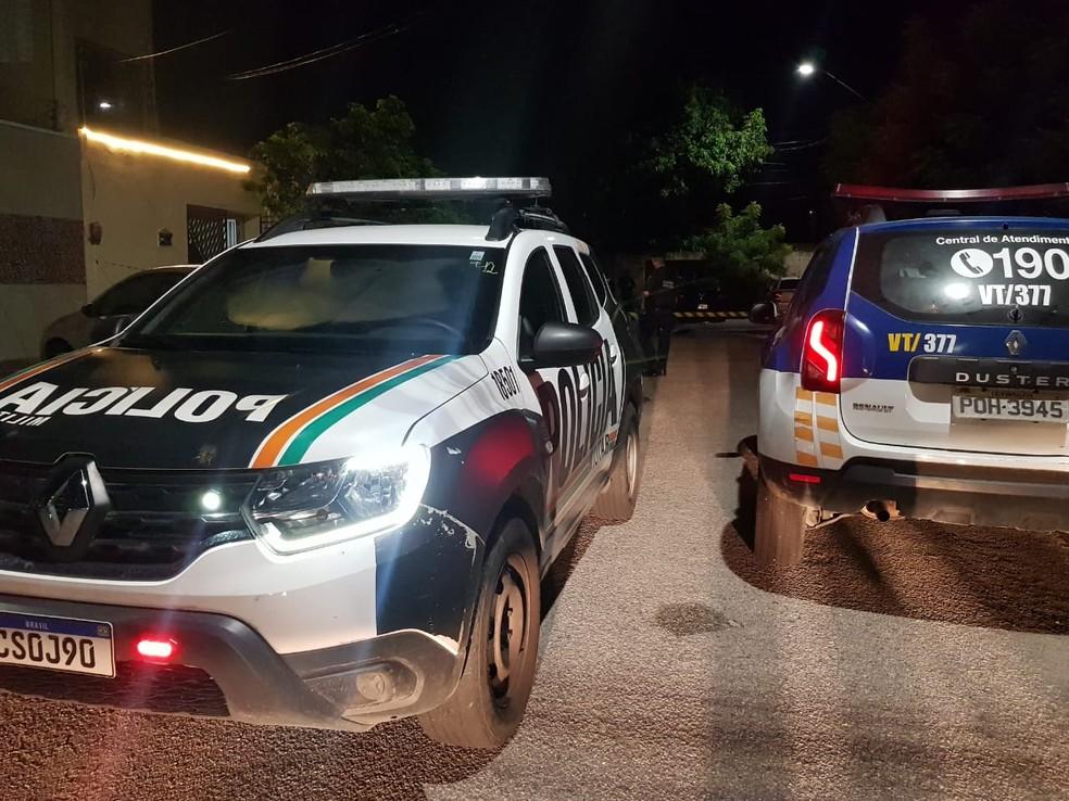 Equipes da PM e da Guarda Municipal realizam buscas para localizar a criança levada pelo pai, após matar a mãe dela. — Foto: Rafaela Duarte/ SVM