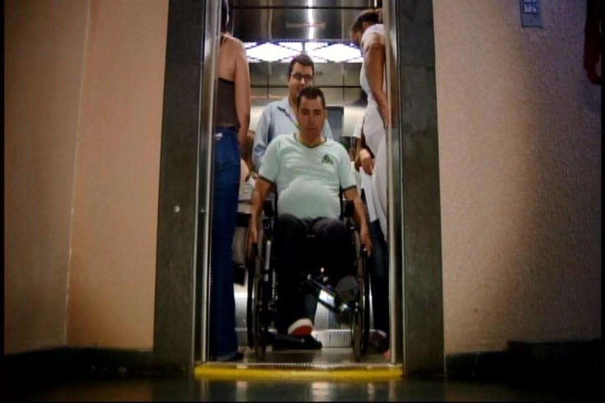 Entrada prioritária para uso de elevadores em prédios entra em vigor em Divinópolis