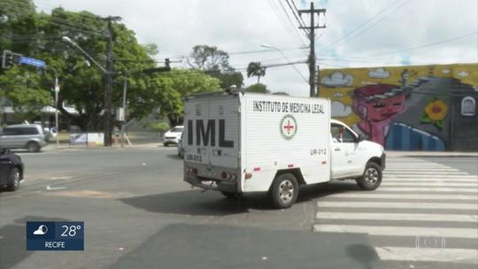 Ambulância e carro se envolvem em acidente e paciente morre no Recife