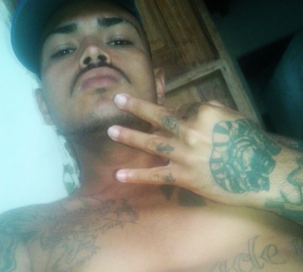 Bruce Daves, de 21 anos, foi um dos mortos durante os confrontos (Foto: PM/Divulgação)