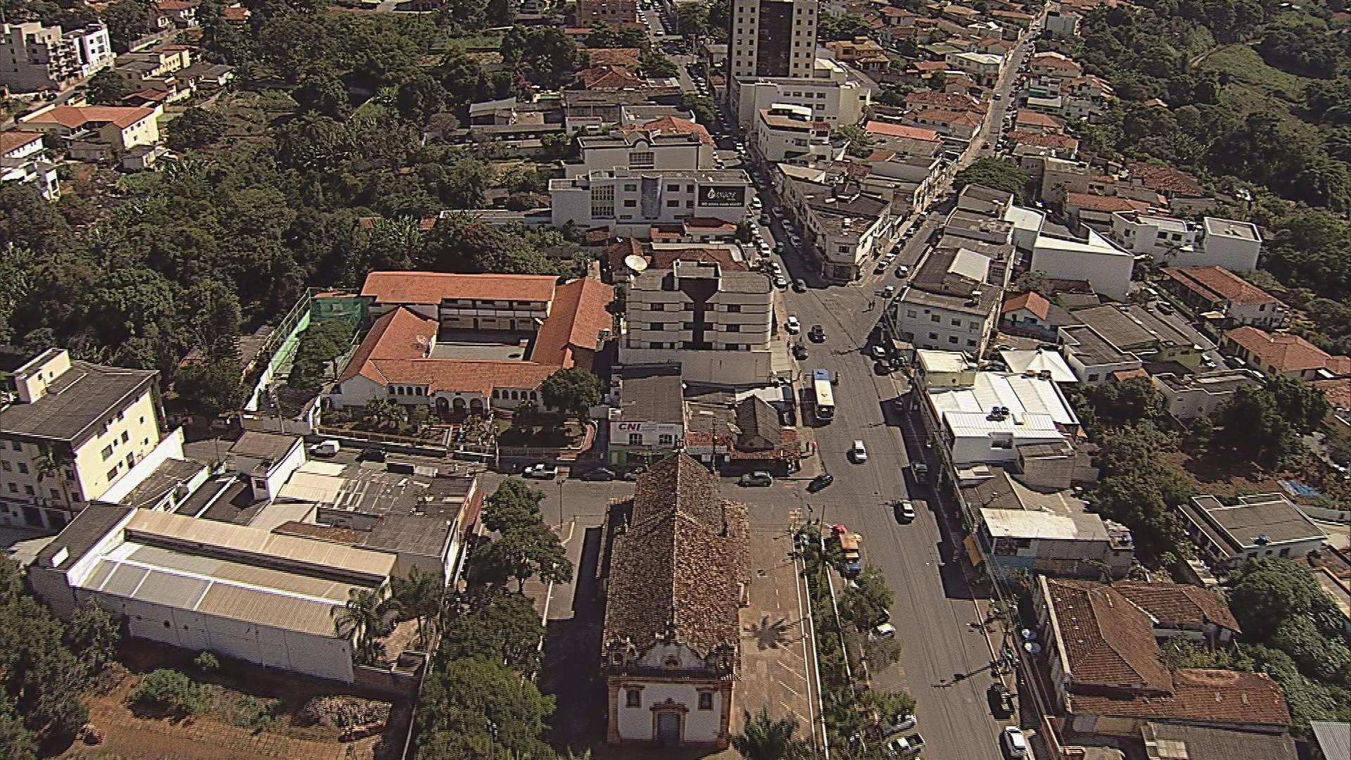 Prefeitura de Mateus Leme paga R$ 100 mil para família de morador que caiu em buraco na cidade