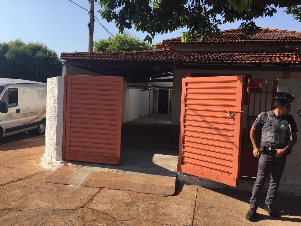 Casa onde o homem matou a família em General Salgado (Foto: Patrick Lima/TV TEM)