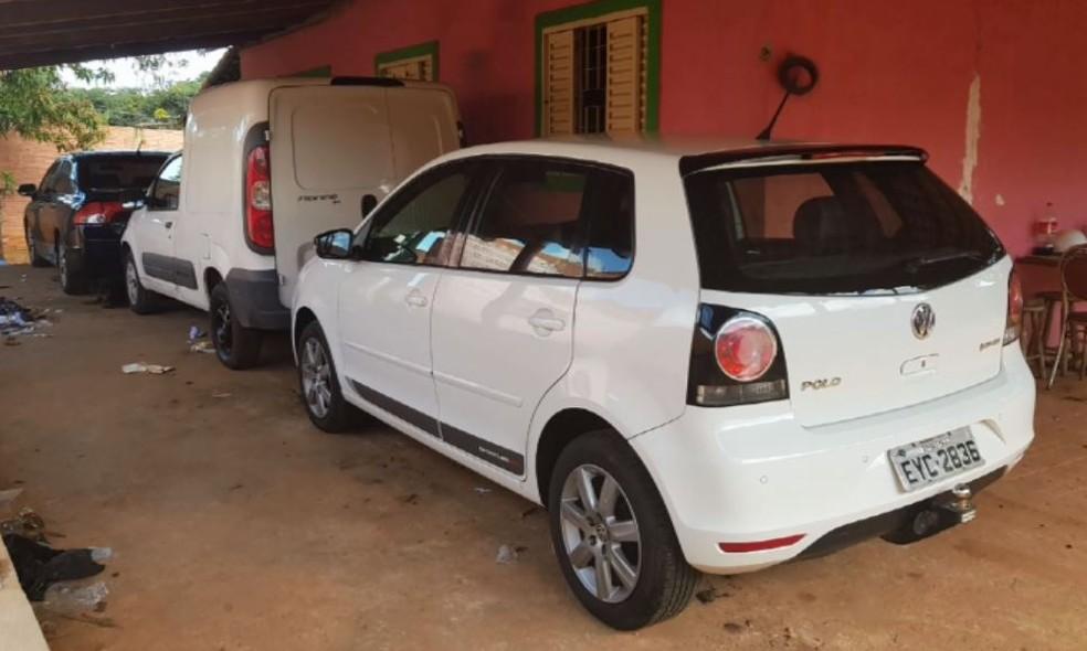 Carros furtados apreendidos pela PM de Descalvado (Foto: Polícia Militar/ Divulgação)